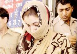 delhi bahu drugs mom in law decamps with rs 24 lakhs