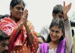 telangana supporters protest against y s vijayamma s visit