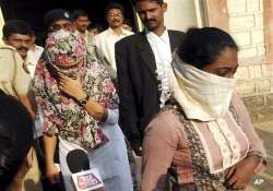 thane girl deactivates her facebook account 10 held for