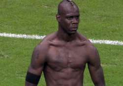 balotelli out of italy squad with conjunctivitis