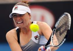 zvonareva reaches pattaya quarterfinals