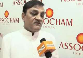 assocham seeks immediate cut in short term...
