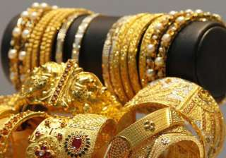 gold extend gains for third day on global cues -...