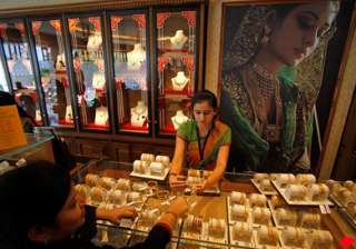 gold price up by rs 100 - India TV