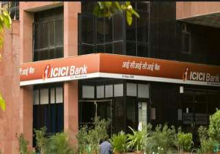 icici bank overtakes hdfc bank as top private...