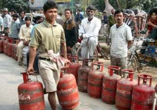 non subsidised lpg rate cut by rs 43.50 - India TV