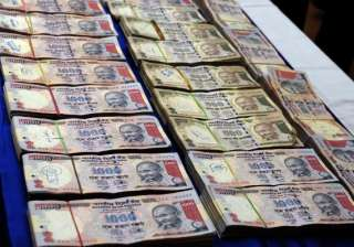 mutual funds pull out rs 2 800 crore from stocks...