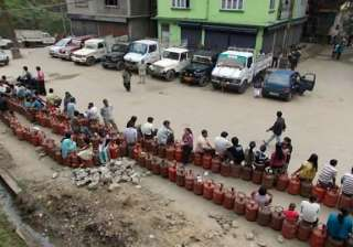 oil companies warn of severe lpg crisis - India TV