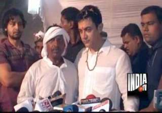 aamir attends wedding of auto driver s son -...