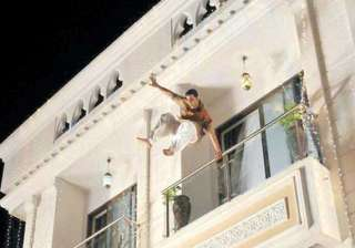 akshay jumps from 45 feet height in khiladi 786 -...