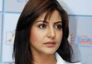 anushka sharma join hands with eros for maiden...