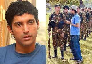 farhan akhtar gets as lakshya completes 10 years...