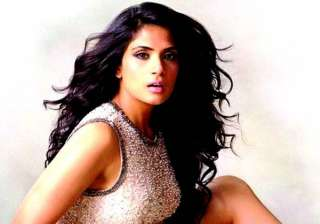 richa opts for stage practice for cabaret - India...