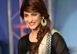it s shruti haasan s turn to give back to fans -...