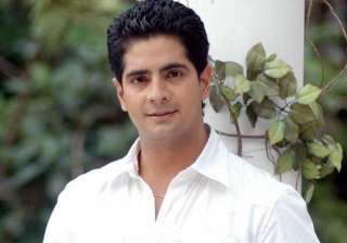 in cape town karan shopped away for wife - India...