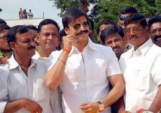 vivek oberoi visits anantapur pays tributes to...