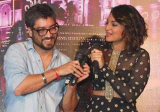 sonakshi and arjun were given as gift to amit...