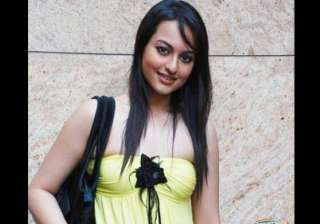 sonakshi gives her first pay cheque to salman s...