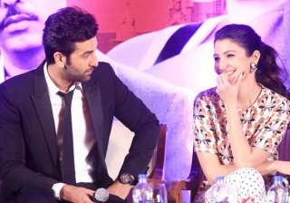 ranbir kapoor flirts with anushka sharma during...