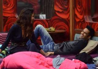 bigg boss 8 halla bol day 15 upen gifts a ring to...