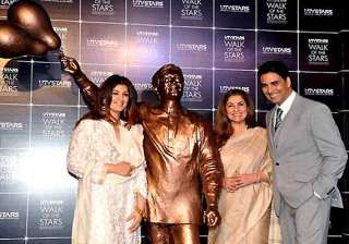 legendary actor rajesh khanna s statue unveiled...