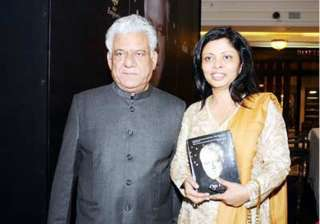 om puri denies wife s allegations of violence -...