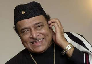 over 5 000 guitarists create record to bhupen...