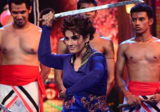 raveena tandon tries her hand at sword stunts -...