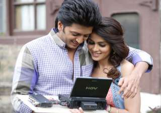 riteish completes me says genelia - India TV