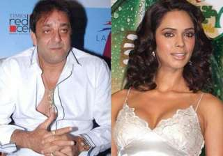 sanjay refuses to kiss mallika in double dhamaal...