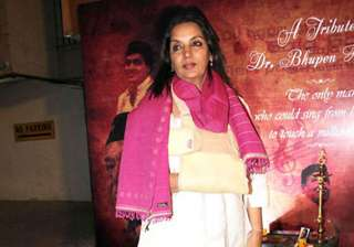 shabana azmi shoots with a fractured shoulder -...