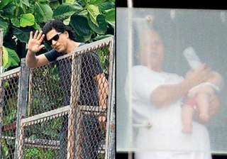 shah rukh khan s son abram s first picture out...