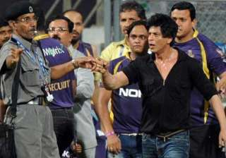 shah rukh apologises for his behaviour during ipl...