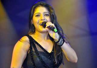 sunidhi chauhan regales kotla crowd - India TV