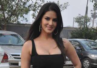 sunny leone promotes ragini mms 2 on the sets of...