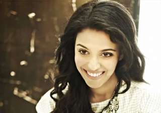 swara bhaskar to play mother to 13 year old girl...