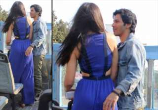 varun nargis spotted getting cozy during main...
