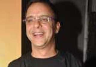 vidhu vinod chopra offers vacation to filmistaan...