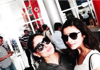 alia bhatt poses pouty with kareena kapoor khan...