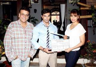 bipasha gives mahurat clap for her next - India TV