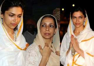 deepika padukone visits golden temple with mother...