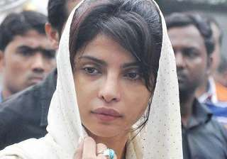 priyanka back in mumbai for dad s death...