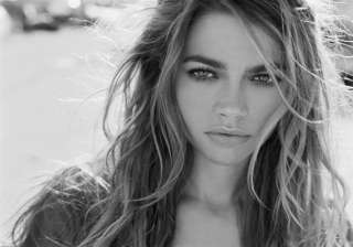 denise richards sues contractors - India TV