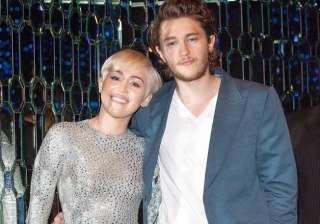 miley cyrus s brother dating her beau s sister -...