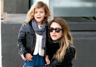 jessica alba wants her daughter to dress like her...