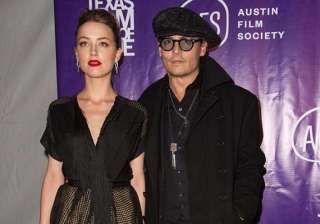 johnny depp escorts fiance amber heard to award...