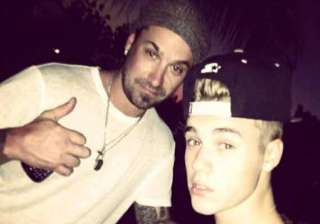 justin bieber gives his dad an allowance - India...
