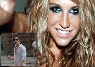 kesha wants to flirt with harry styles see hot...