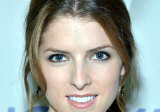 men must pay on first date says anna kendrick -...