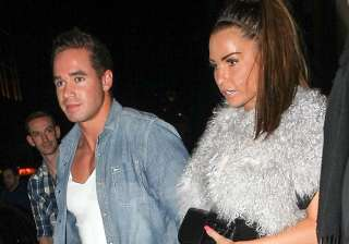 paternity test issue offends katie price - India...